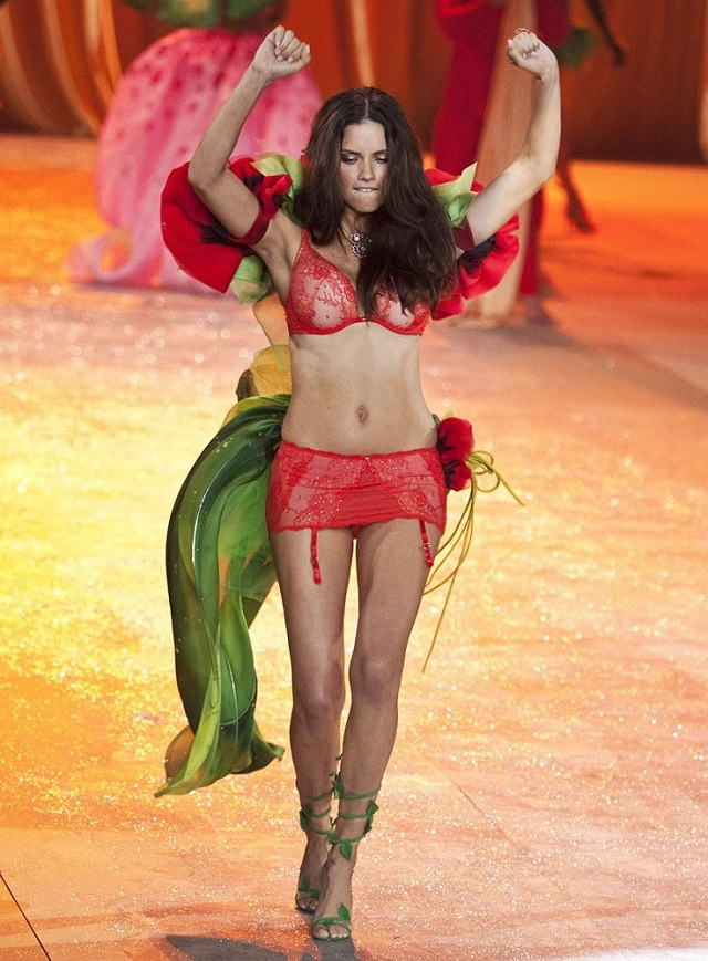 adriana-lima-victoria-s-secret-fashion-show-2012